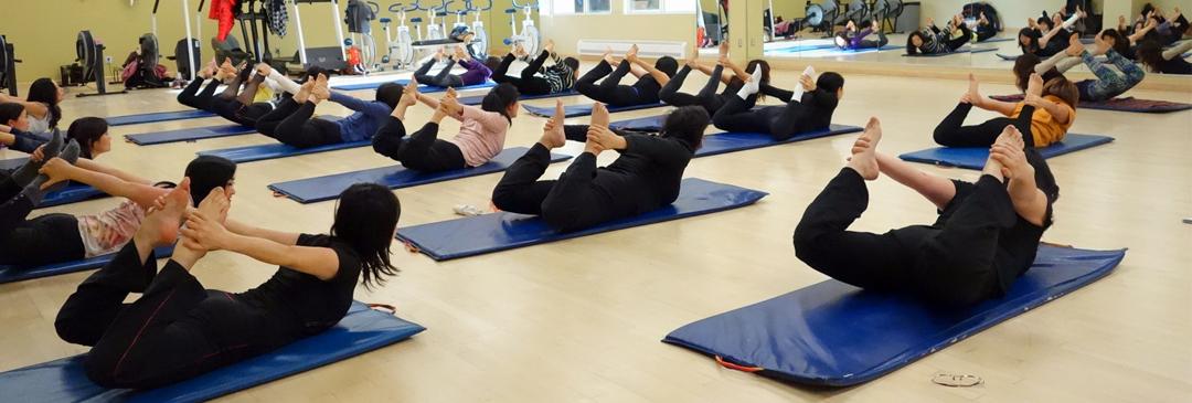 成人瑜伽课